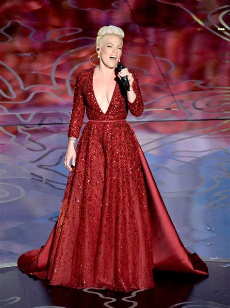Pink and Karen O perform at the Oscars|Lainey Gossip