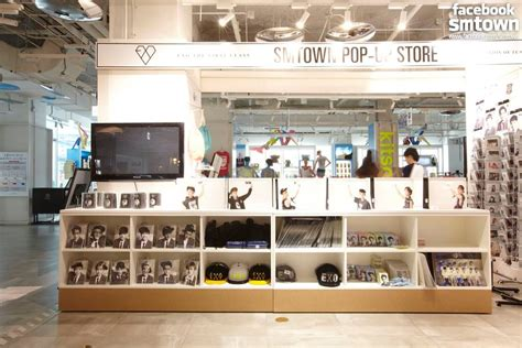 [PIC] EXO @ SMTown Pop-Up Store | ExoBear
